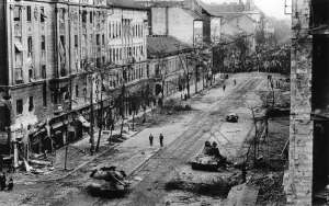 LFE-257_burned-out-tanks-in-Budapest_1956